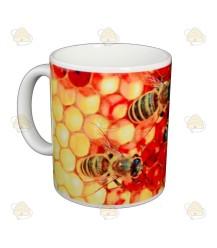 Mok/beker van bijen op honingraat