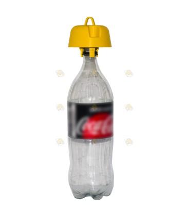 Wespenval voor op een lege fles